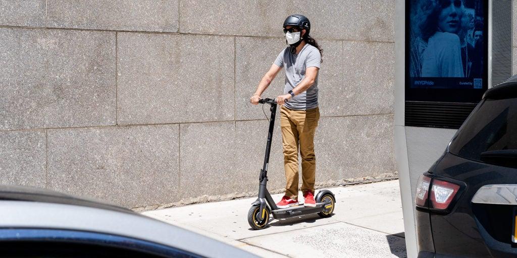 Hoverboards et scooters électriques : Qui gagne ? post thumbnail image